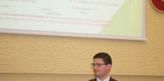 Teisiamas Radviliškio miesto seniūnas E.Mončauskas seka savo vado pėdsakais - per teismo posėdžius pradėjo sirgti
