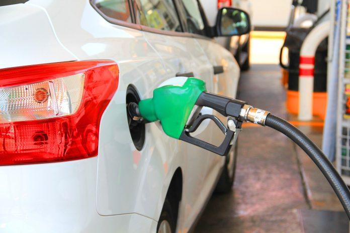 Už pačius taršiausius automobilius gali tekti susimokėti ir 1,4 tūkst. Eur per metus.