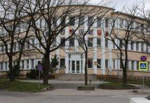 Valdininkai neskuba į darbą Šiaulių rajono savivaldybės administracijoje. Jei laiku ateina, tai pirmiausia darbo metu geria kavą.