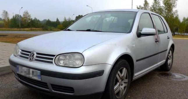 Avarijoje nukentėjo VW Golf'o vairuotoja - jai lūžo šonkaulis.