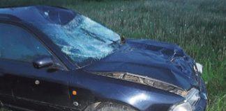 Audi A4 nuvažiavo nuo kelio ir atsitrenkė į akmenų krūvą. Asociatyvi nuotrauka.