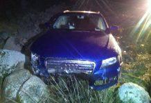 Audi A4 atsitrenkė į akmenų krūvą
