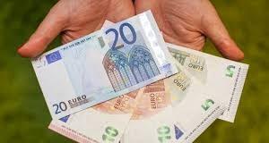 Asociatyvi nuotrauka. Šiauliuose pradėti du ikiteisminiai tyrimai dėl padirbtų 200 eurų kupiūrų.
