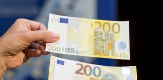 Radviliškio miesto Stiklo gatvėje bandyta atsiskaityti padirbta 200 eurų kupiūra už mobilų telefoną.