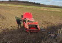 Po smūgio automobilis atrodė siaubingai.