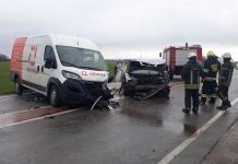 Neturinčio teisės vairuoti vyro valdomas BMW sukėlė skaudžią avariją.